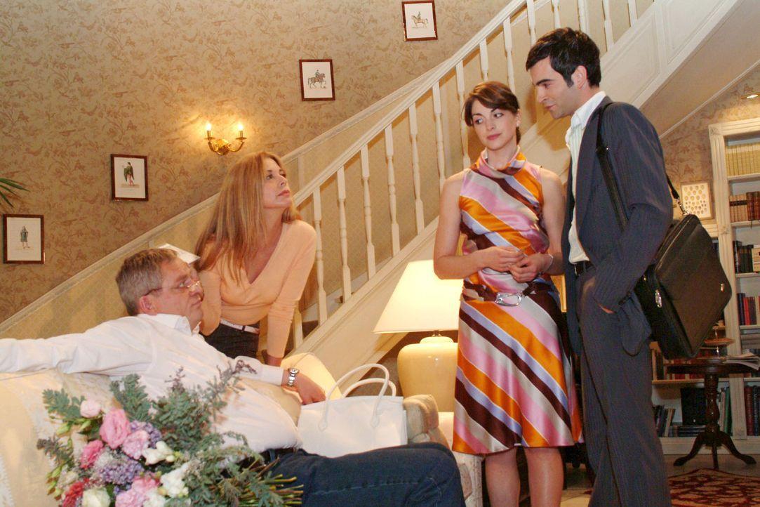Mariella (Bianca Hein, 2.v.r.) und David (Mathis Künzler, r.) sind überrascht, als Laura (Olivia Pascal, 2.v.l.) ihr Geschenk für Friedrich (Wilh... - Bildquelle: Sat.1