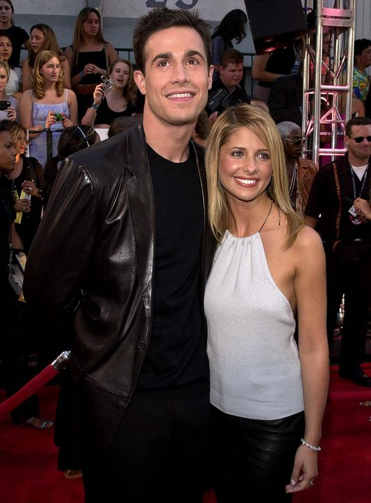 Sarah Michelle Gellar mit Ehemann Freddy Prinze jr. - Bildquelle: AFP