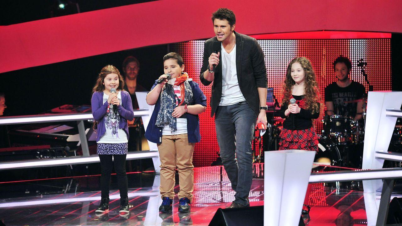 The-Voice-Kids-Stf02-Epi05-Salvatore-Larissa-EmmieLee-1-SAT1-Andre-Kowalski - Bildquelle: SAT.1/Andre Kowalski