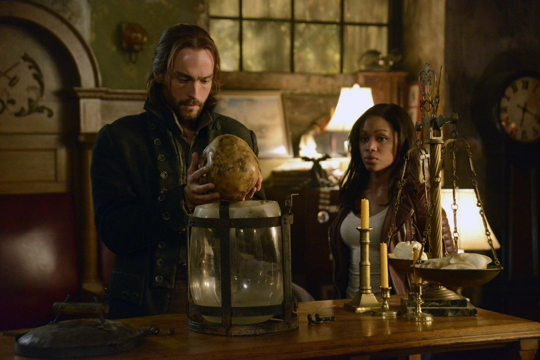 Der kopflose Reiter hat einige alte Freimaurer um sich gescharrt und will mit ihnen Sleepy Hollow heimsuchen. Um ihn aufzuhalten, müssen Ichabod (To... - Bildquelle: 2013 Twentieth Century Fox Film Corporation. All rights reserved.