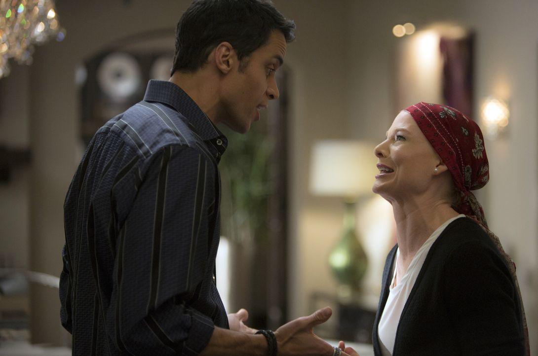 Während Carmen vor der Entscheidung steht, Alejandro (Matt Cedeno, l.) zu heiraten, bricht für Odessa (Melinda Page Hamilton, r.) dadurch eine Welt... - Bildquelle: ABC Studios