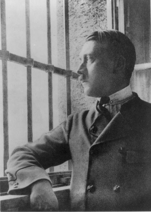 1923/24 verbüßte Adolf Hitler 264 Tage Festungshaft in der staatlichen Gefangenenanstalt Landsberg a. Lech. In dieser Zeit schrieb er sein Manifest... - Bildquelle: Library of Congress
