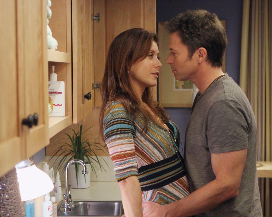 Pete (Tim Daly, r.) wird zunehmend nervös wegen Addison (Kate Walsh, l.). Er kann sie  zu dem Wagnis überreden, sich unverbindlich auf ihn einzula... - Bildquelle: 2007 American Broadcasting Companies, Inc. All rights reserved.