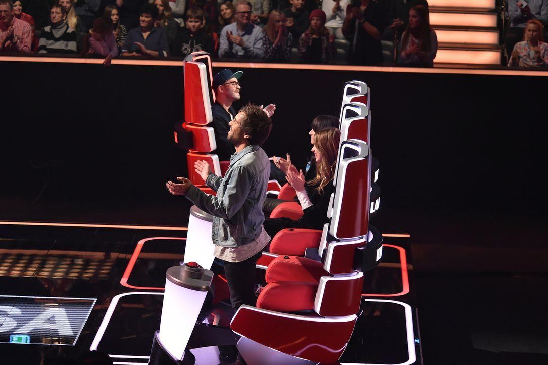 """In den """"Blind Auditions"""" müssen die jungen Sängerinnen und Sänger die Coaches allein mit ihrer Stimme für sich gewinnen. Wer von den Coaches (v.l.n.... - Bildquelle: Andre Kowalski SAT.1/André Kowalski"""
