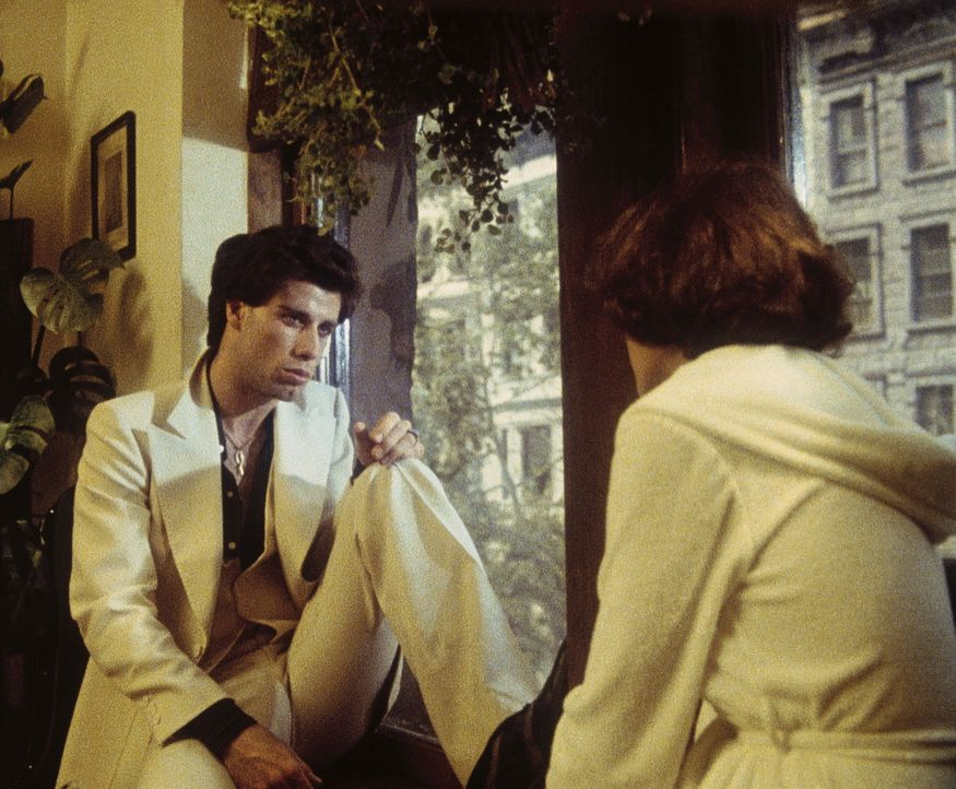 Kann Tony (John Travolta, l.) seine Traumfrau Stephanie (Karen Lynn Gorney, r.) für einen Tanzwettbewerb gewinnen? - Bildquelle: Paramount Pictures