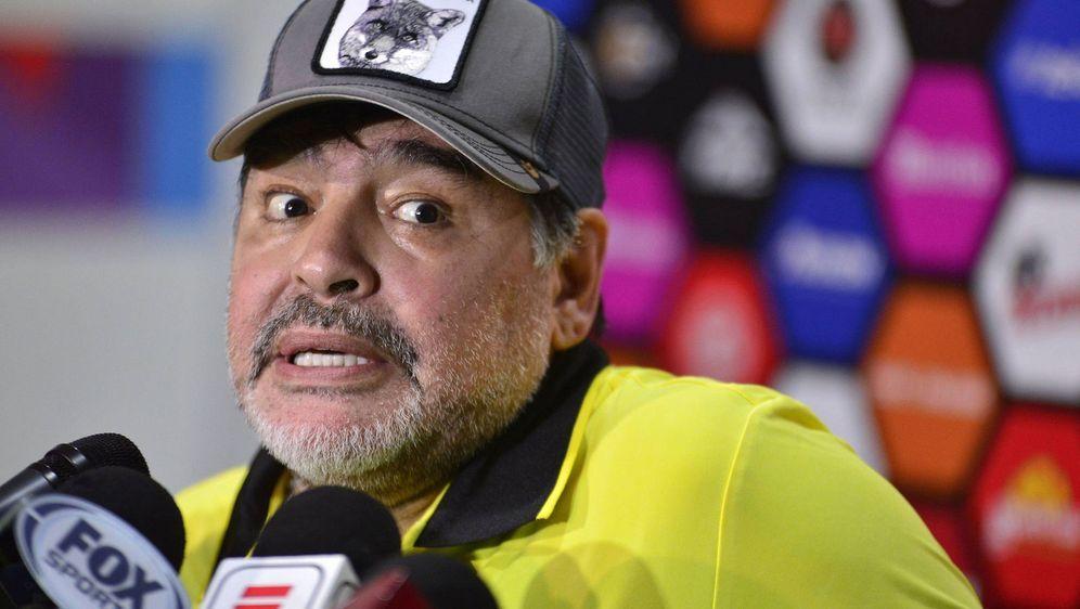 Diego Maradona ist in Argentinien populärer als Lionel Messi. - Bildquelle: 2018 imago