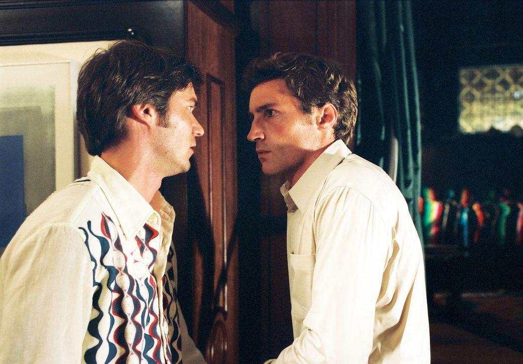 Christoph (Thomas Scharff, l.) und Jonathan (Benjamin Sadler, r.) streiten sich um Nina. - Bildquelle: Susan Skelton Sat.1