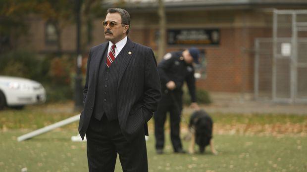 Als Frank (Tom Selleck) Beschwerden über einen Polizeihund zu Ohren kommen, d...
