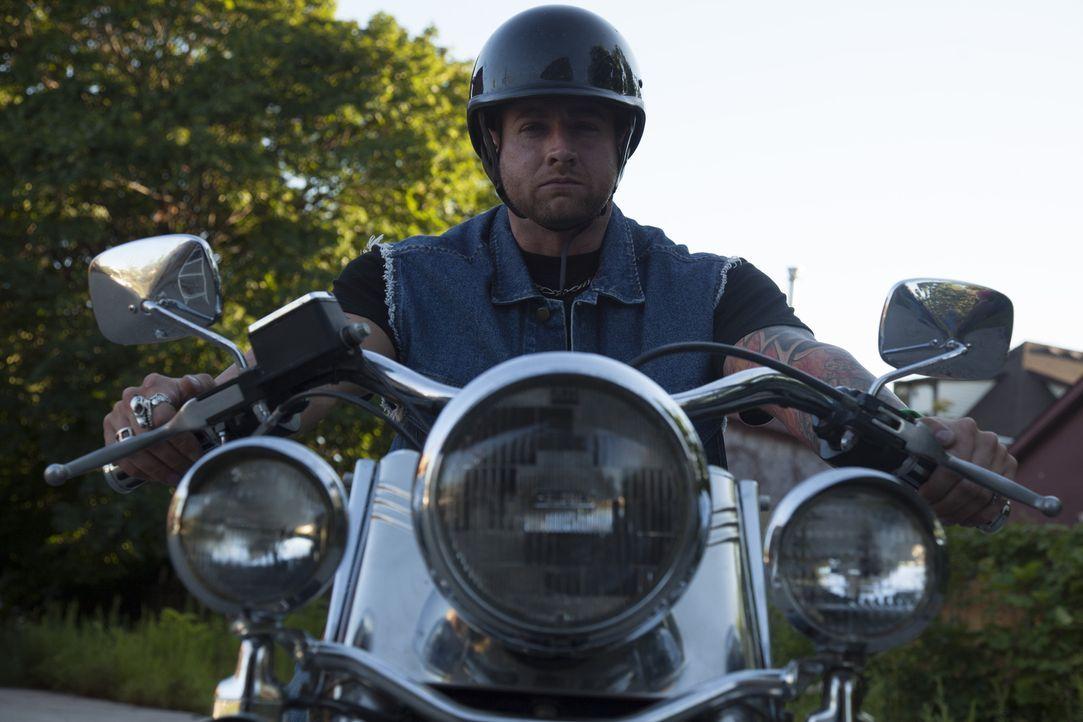 Goerge Rowes (Murray Urquhart) lässt sich von der Polizei undercover in einen Motorradclub einschleusen, um ihn hochgehen zu lassen ... - Bildquelle: DHH Productions Inc.