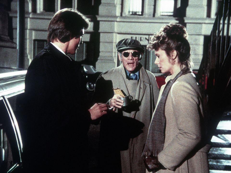 Ein Blinder (Darsteller unbekannt, M.) überbringt Lee (Bruce Boxleitner, l.) eine Nachricht, die bei Amanda (Kate Jackson, r.) böse Ahnungen wach ru... - Bildquelle: CBS Television