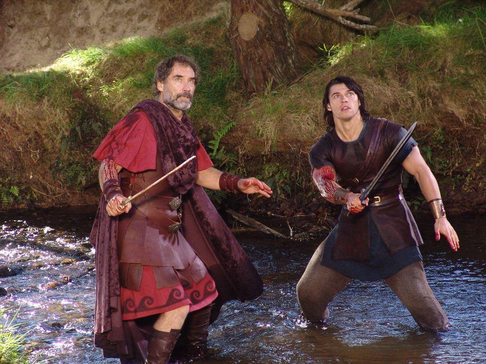 Fürchten weder Tod noch Teufel: Amphitryon (Timothy Dalton, l.) und Hercules (Paul Telfer, r.) ... - Bildquelle: Ken George Hallmark Entertainment