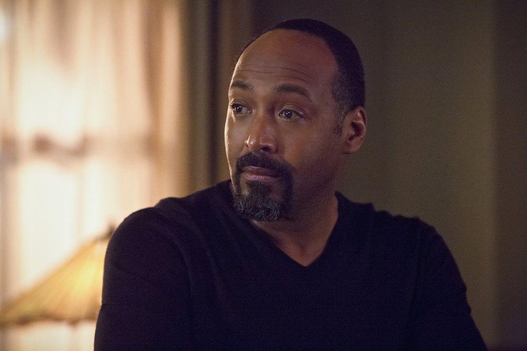 Schon immer hat sich Joe (Jesse L. Martin) einen leiblichen Sohn gewünscht, doch eine Beziehung zu Wally aufzubauen, stellt sich als schwerer heraus... - Bildquelle: 2015 Warner Brothers.