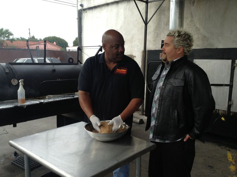 Guy Fieri (r.) - Bildquelle: 2013, Television Food Network, G.P. All Rights Reserved.