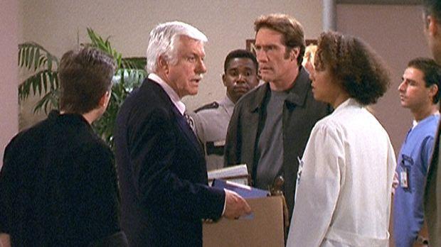 Steve (Barry Van Dyke, 3.v.r.), Mark (Dick Van Dyke, 2.v.l.), Jesse (Charlie...