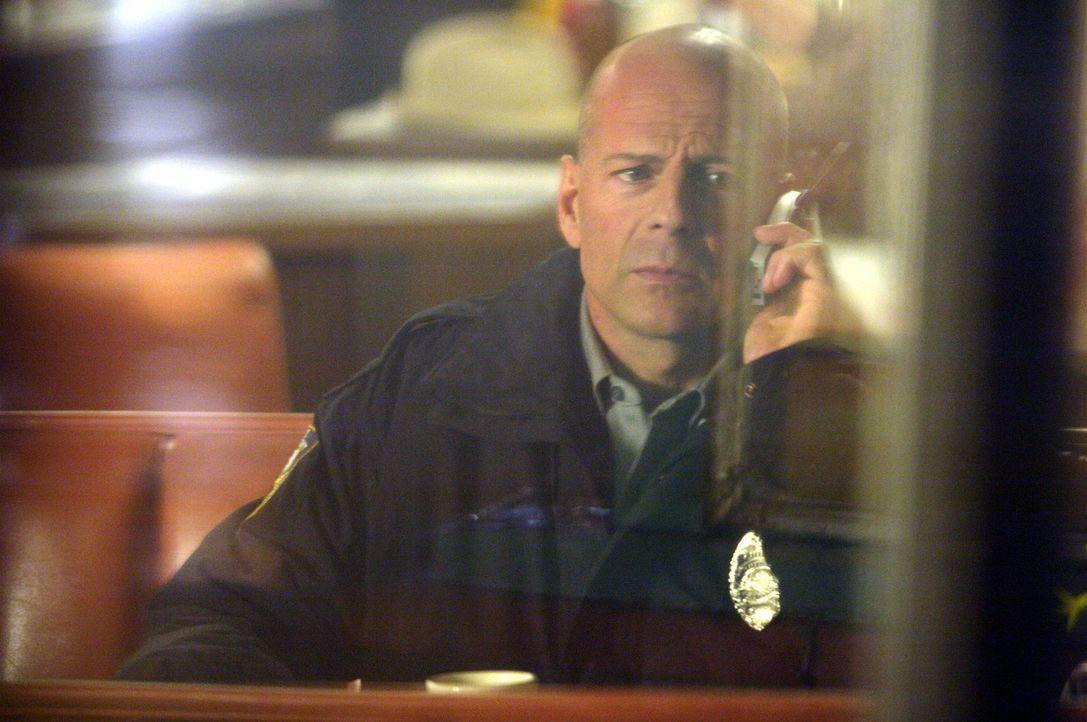 Nach einem fatalen Fehler lässt sich Talley (Bruce Willis) in eine Kleinstadt versetzen, wo er nun als Sheriff von Ventura County arbeitet. Eines T... - Bildquelle: 2004 Hostage, LLC. All Rights Reserved