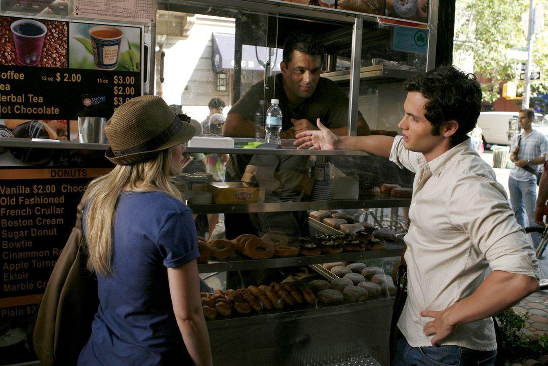 Als Dan (Penn Badgley, r.) bemerkt, dass er seine Geldbörse vergessen hat, bittet er kurzerhand Olivia (Hilary Duff, l.) um Hilfe. - Bildquelle: Warner Brothers