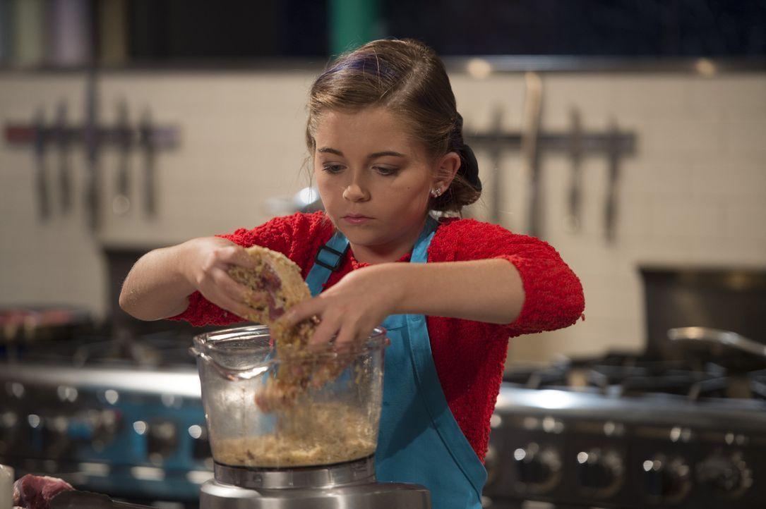 In der zweiten Runde gilt es für Junior-Köchin Noelle, Lamm, Milchshake, Kartoffel-Pfannkuchen und Schoko-Waffeln zu kombinieren ... - Bildquelle: Scott Gries 2015, Television Food Network, G.P. All Rights Reserved