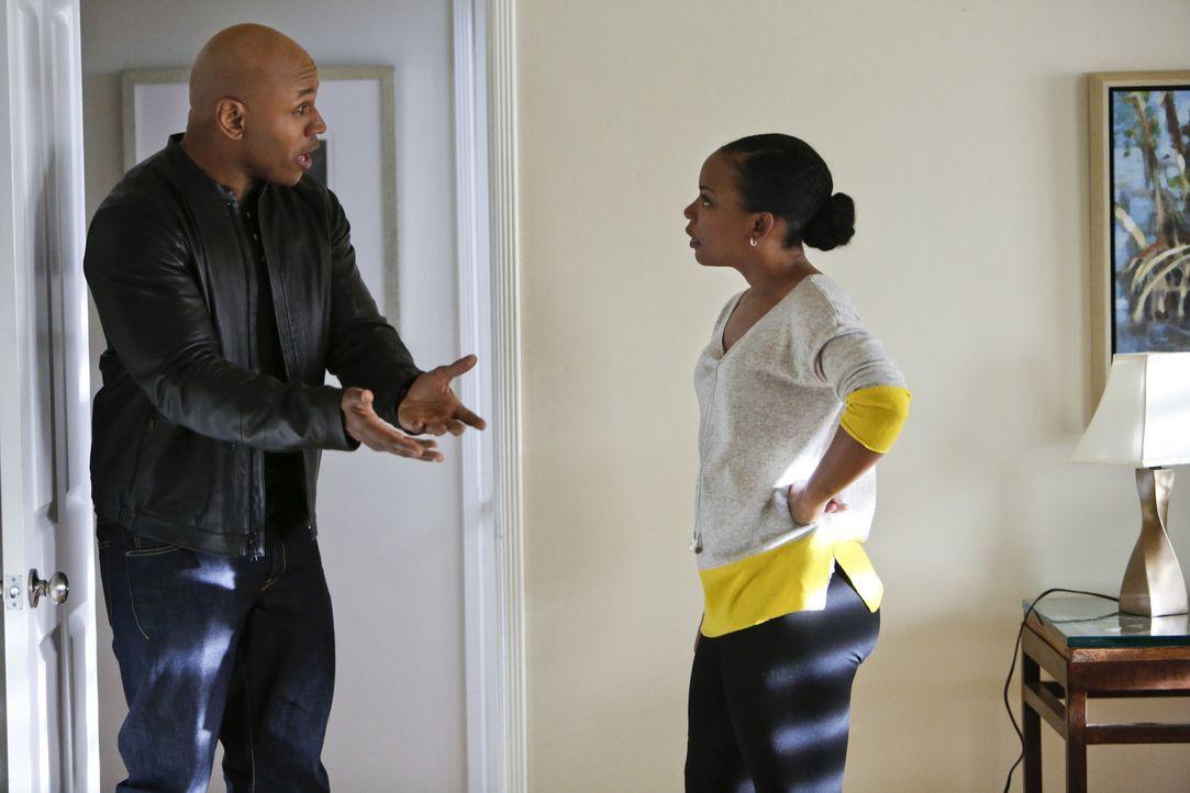 Sam (LL Cool J, l.) bangt um die Sicherheit seiner Familie, als seine Frau (Aunjanue Ellis, r.) gebeten wird, ihre frühere Undercoverstellung bei de... - Bildquelle: CBS Studios Inc. All Rights Reserved.
