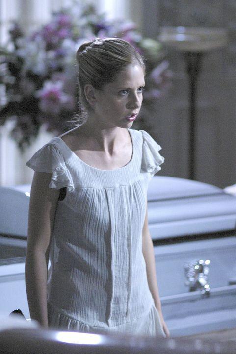 Bevor die Gruppe von Schülern ihr Vorhaben wahr machen können, werden sie von Buffy (Sarah Michelle Gellar) überrascht ... - Bildquelle: TM +   Twentieth Century Fox Film Corporation. All Rights Reserved.