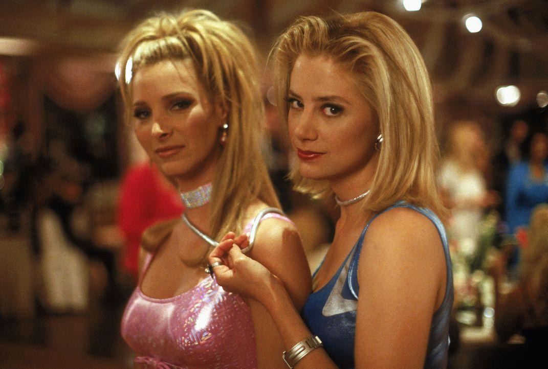 Romy (Mira Sorvino, r.) und Michele (Lisa Kudrow, l.), zwei rührend naive Partygirls von unüberbietbarer Oberflächlichkeit, die in einem Universu... - Bildquelle: Buena Vista International Television