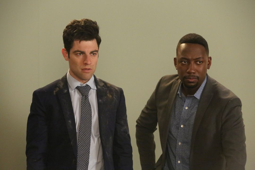 Schleichen sich auf ein Katzen-Casting, um Ferguson groß zu machen: Schmidt (Max Greenfield, l.) und Winston (Lamorne Morris, r.) ... - Bildquelle: Patrick McElhenney 2016 Fox and its related entities.  All rights reserved.