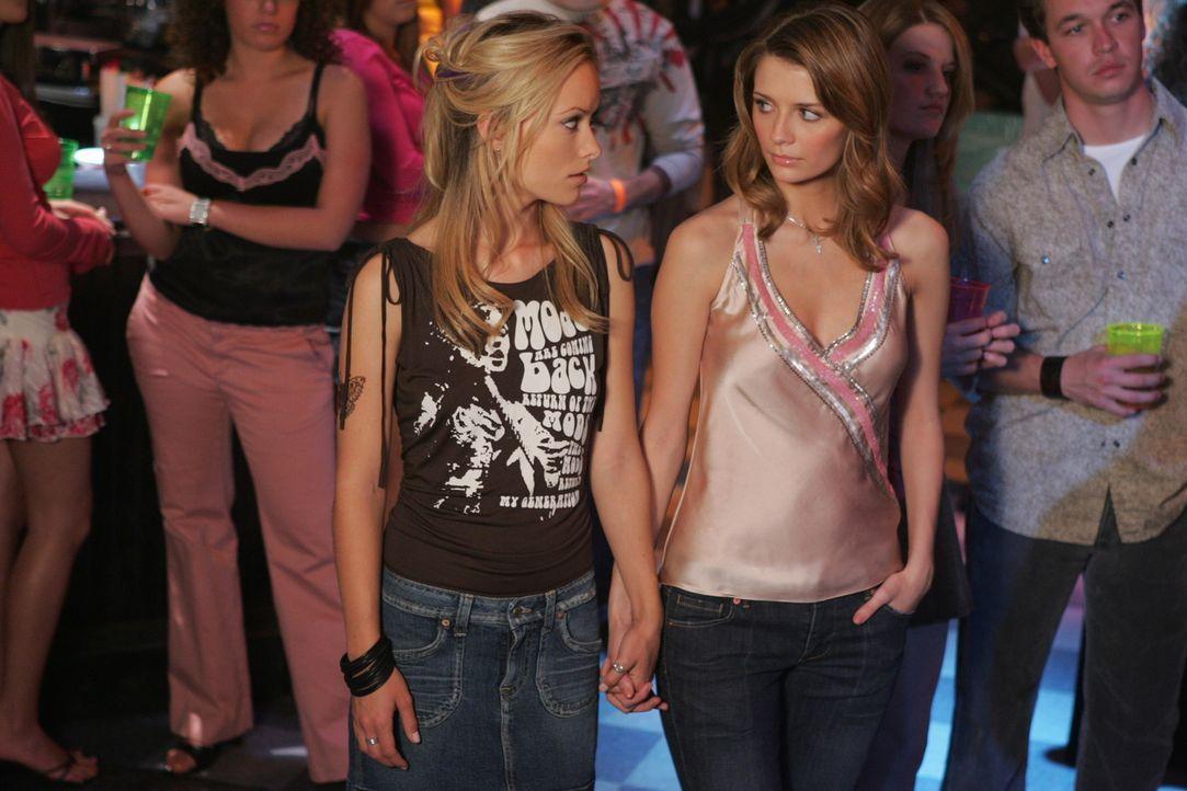 Marissa (Mischa Barton, r.) fühlt sich mehr und mehr zu Alex (Olivia Wilde, l.) hingezogen ... - Bildquelle: Warner Bros. Television