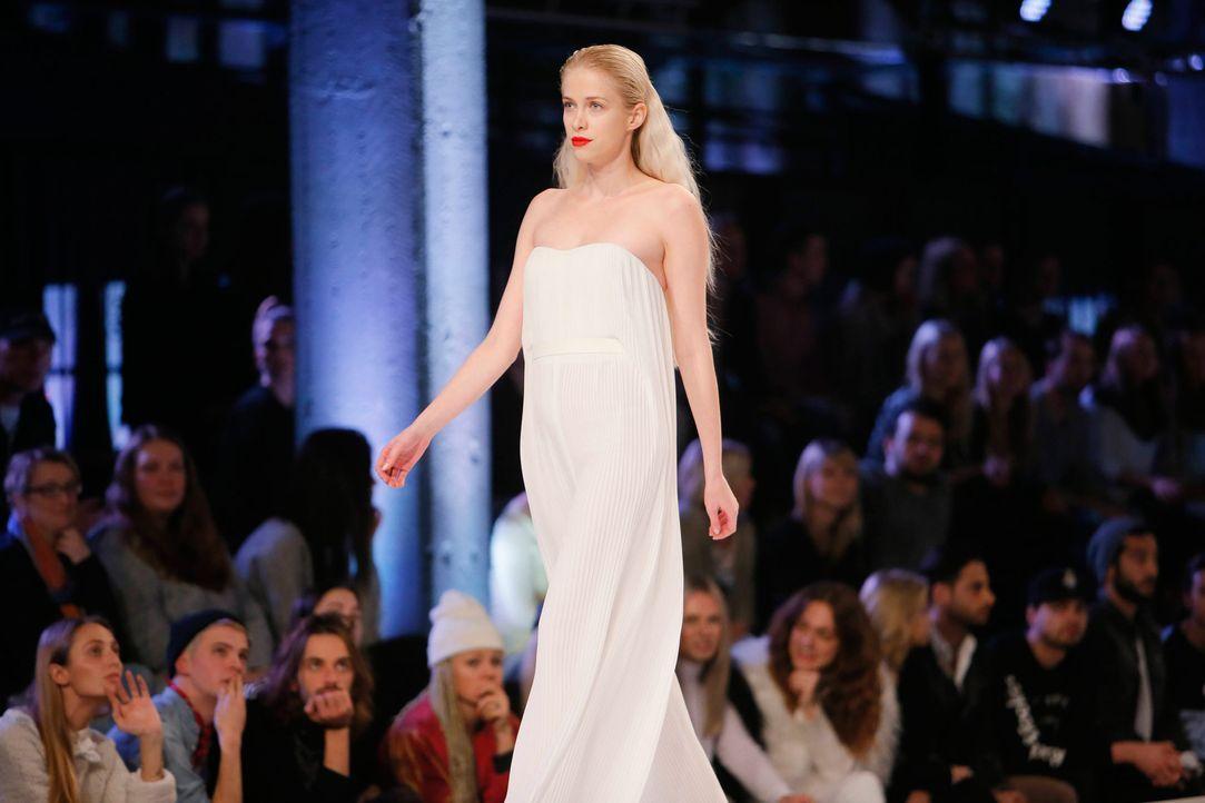GNTM-Stf11-Epi01-erste-fashion-show-Shirin-44-ProSieben-Huebner-TEASER - Bildquelle: ProSieben/Richard Huebner