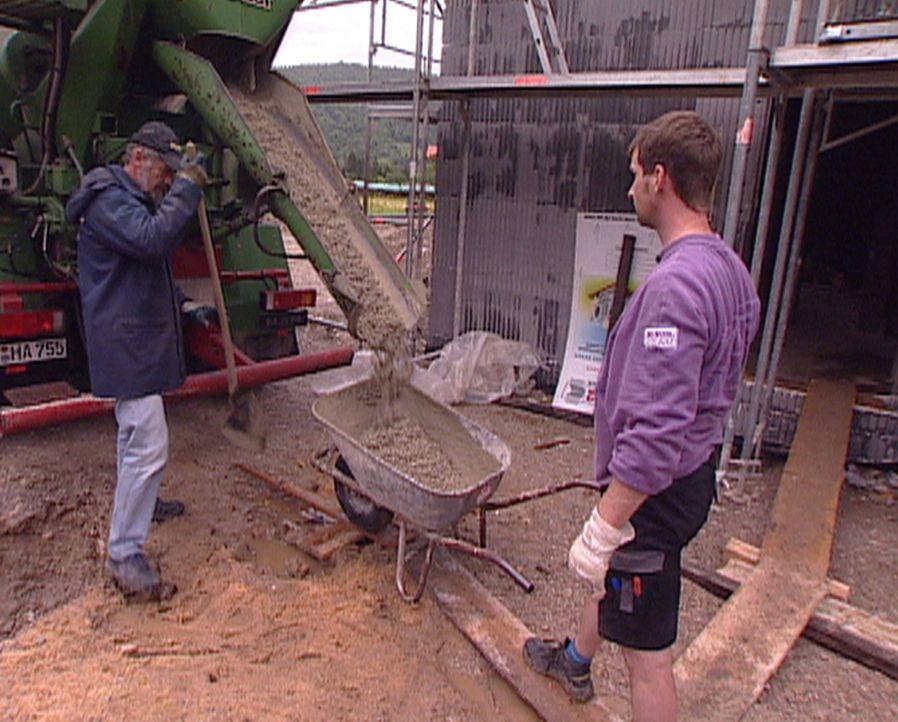 Experience - Die Reportage begleitet sechs Monate lang eine junge bayerische Familie beim Hausbau mit Bergblick- vom ersten Spatenstich bis zum Einz... - Bildquelle: ProSiebenSat.1 TV