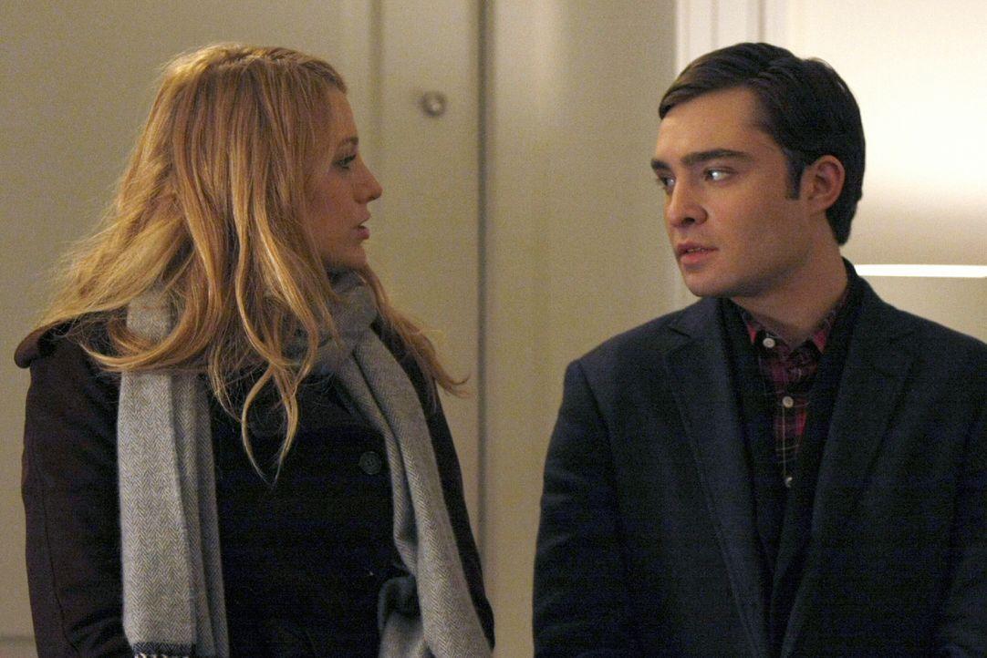 Während Lily und Rufus sich über ihre bewegte Vergangenheit streiten, machen sich Serena (Blake Lively, l.) und Chuck (Ed Westwick, r.) Sorgen um Bl... - Bildquelle: Warner Brothers