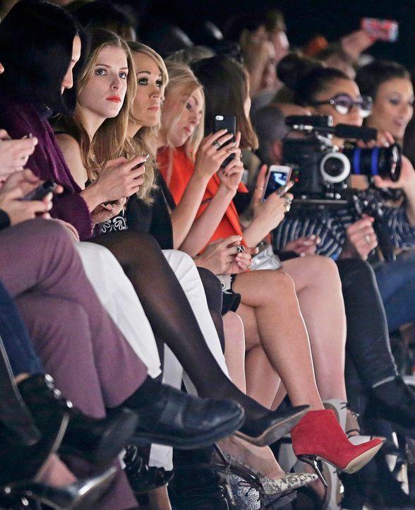 FW-NY-Anna-Kendrick-Carrie-Underwood-14-02-07-dpa - Bildquelle: dpa