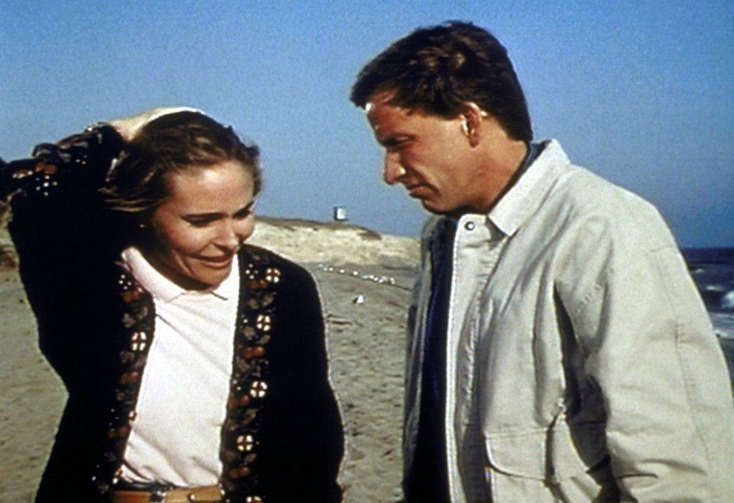 Mary (Priscilla Barnes, l.) ist außer sich, als Frank (Tom Sullivan, r.) nicht ihr, sondern Tawny seine Liebe gesteht. - Bildquelle: Worldvision Enterprises, Inc.