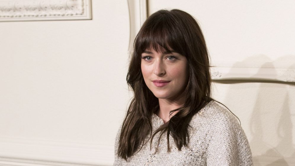fifty shades of grey star dakota johnson typver nderung f r neubeginn sixx. Black Bedroom Furniture Sets. Home Design Ideas