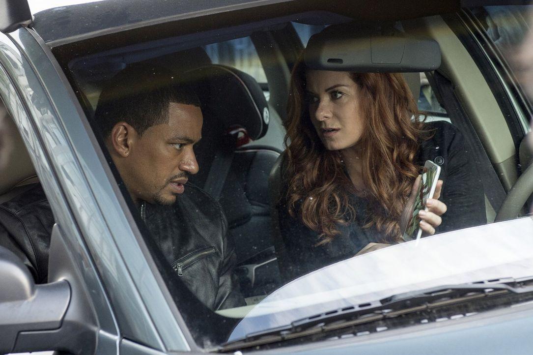 Um einen neuen Fall zu lösen, leisten Billy (Laz Alonso, l.) und Laura (Debra Messing, r.) vollen Einsatz ... - Bildquelle: Warner Bros. Entertainment, Inc.