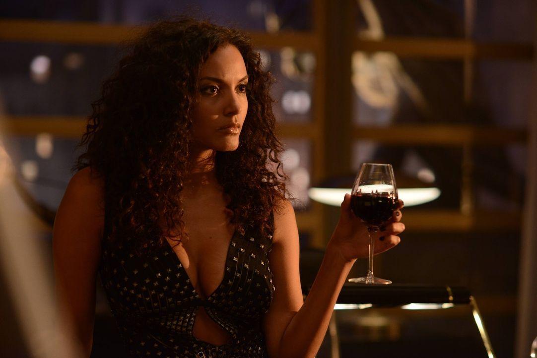 Gemeinsam mit ihrem Bruder Theo, versucht Tabitha Galavan (Jessica Lucas), die Unterwelt von Gotham aufzumischen, während Bruce den Geheimnissen sei... - Bildquelle: Warner Brothers
