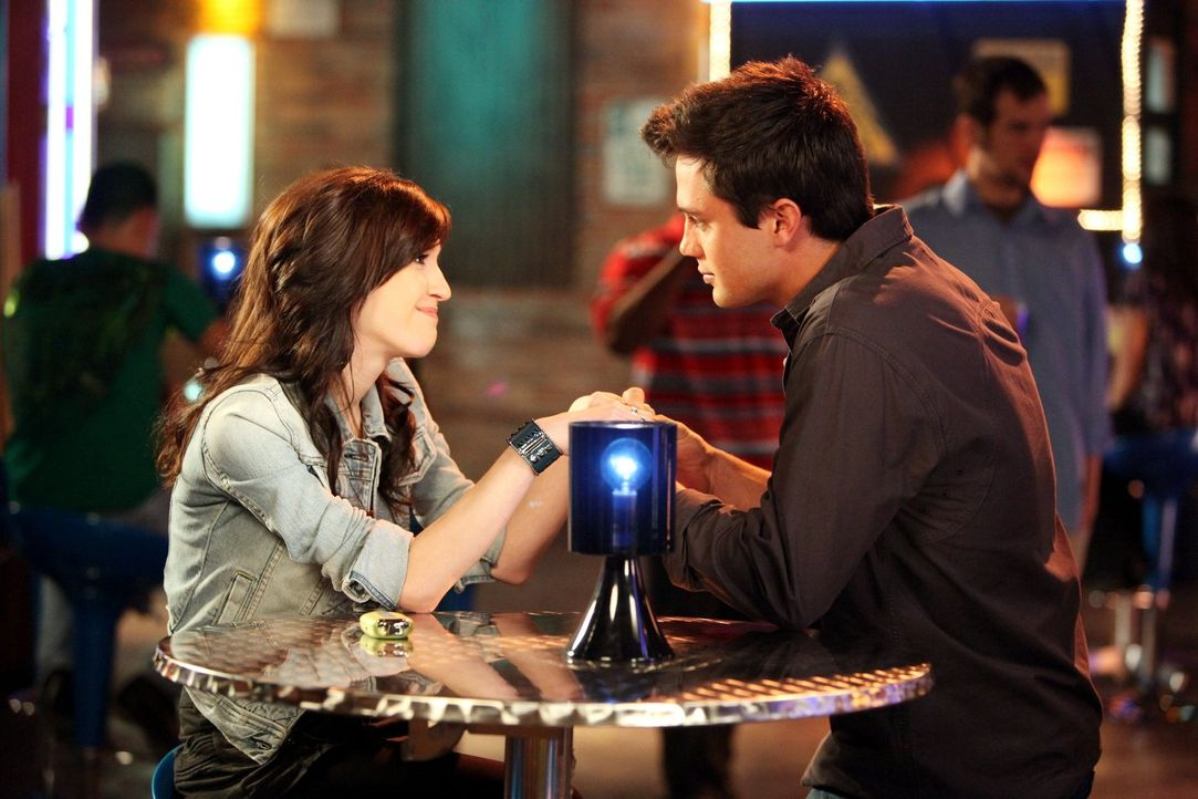 Verbringen einen schönen Abend miteinander: Chase (Stephen Colletti, r.) und Mia (Kate Voegele, l.) ... - Bildquelle: Warner Bros. Pictures