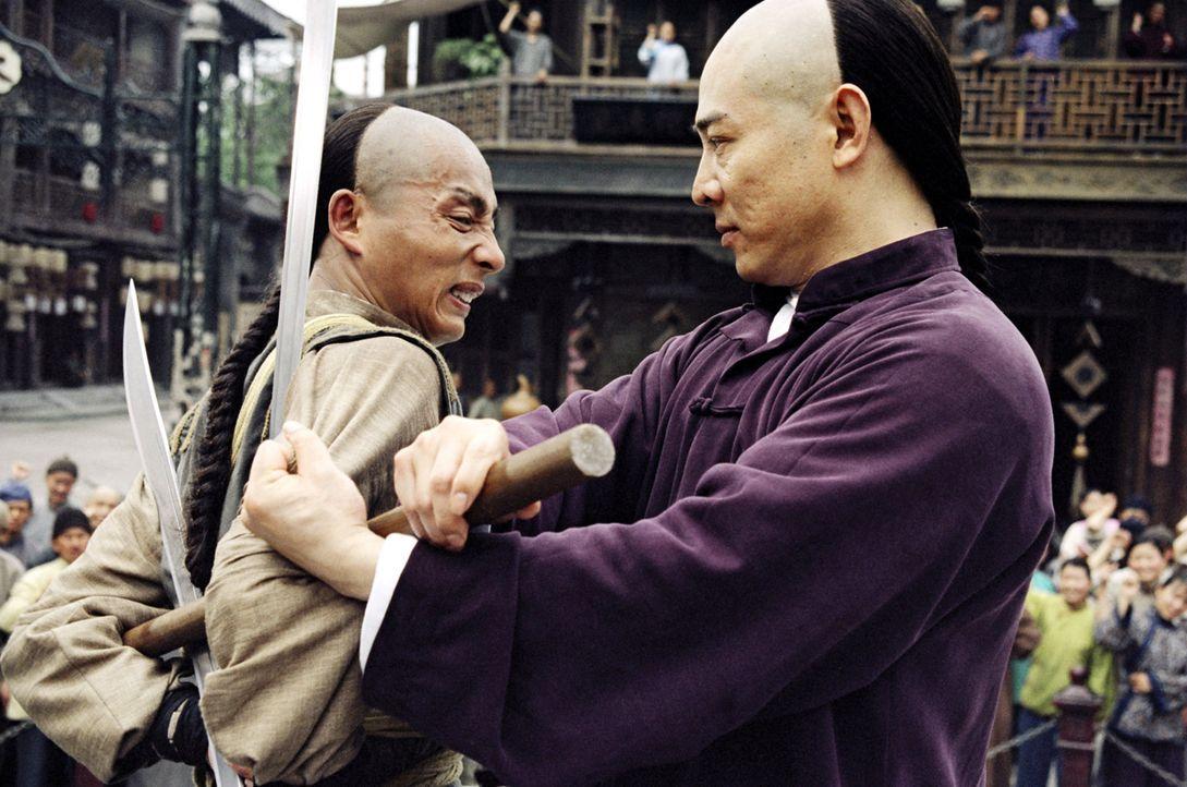 Mit Ehrgeiz und Willensstärke gelingt es Huo Yuanjia (Jet Li, r.) gegen den Willen seines Vaters ein berühmter Material Arts Kämpfer zu werden. D... - Bildquelle: Constantin Film Verleih GmbH