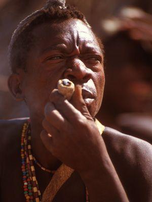 Hadzabe beim Rauchen - Bildquelle: Richard Gress
