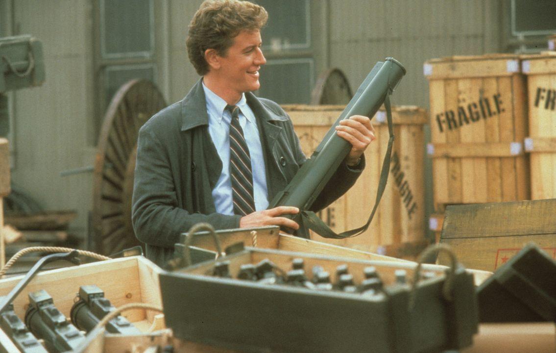 Gemeinsam mit Axel Foley ermittelt Rosewood (Judge Reinhold) in einem schwierigen Fall ... - Bildquelle: Paramount Pictures