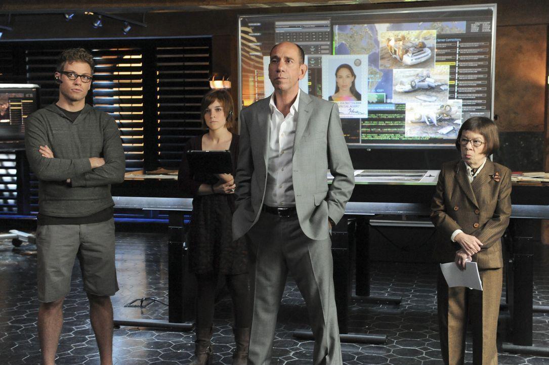 Hoffen, auf einen erfolgreichen Abschluss ihres Falles: Owen Granger (Miguel Ferrer, 2.v.r.), Hetty (Linda Hunt, r.), Nell (Renée Felice Smith, 2.v... - Bildquelle: CBS Studios Inc. All Rights Reserved.