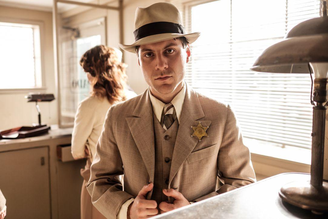 Seit vielen Jahren terrorisiert die Ashley Gang die Gegend um Palm Beach County, Sheriff Bob Baker (Jake Zabusky) will dem Schrecken ein Ende setzen... - Bildquelle: Darren Goldstein Cineflix 2015