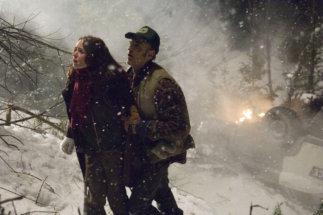 Ihre verzweifelten Versuche, aus der Schneehölle zu fliehen, bleiben erfolglos. Es führt kein Weg hinaus. Stattdessen werden die zwei Studenten (Emi... - Bildquelle: Copyright   2007 TriStar Pictures, Inc. All Rights Reserved.