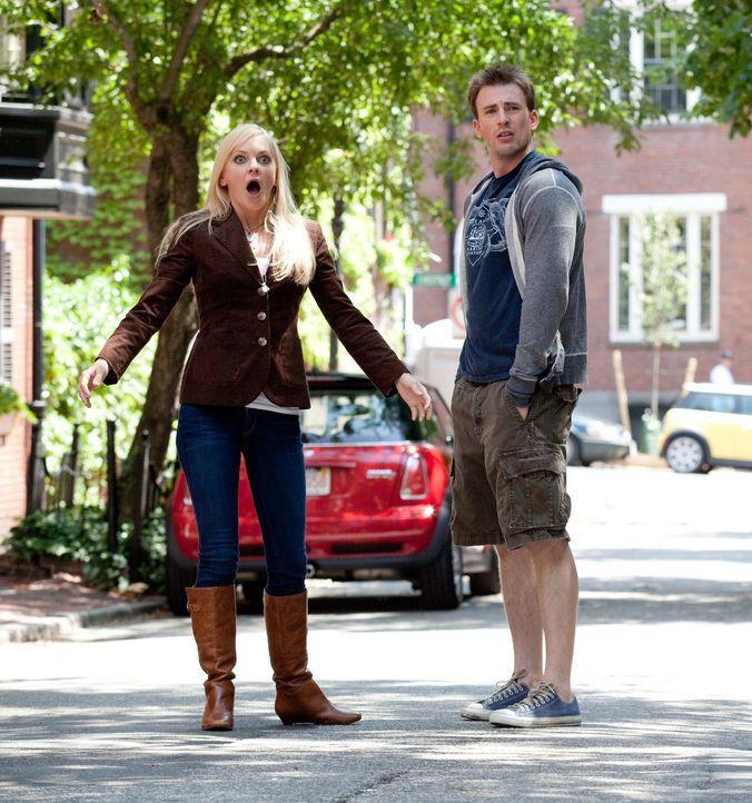 Auf der Suche nach dem perfektem Ex tut sich Ally (Anna Faris, l.) mit ihrem gut aussehenden Nachbarn Colin (Chris Evans, r.) zusammen. Es beginnt e... - Bildquelle: Claire Folger 2010 Twentieth Century Fox Film Corporation. All rights reserved.