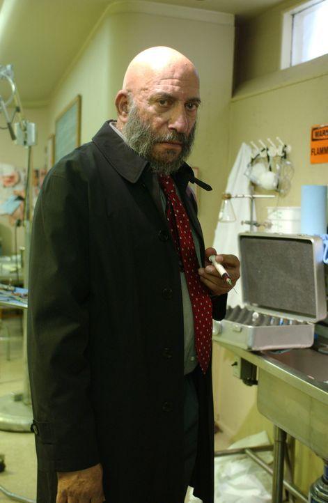 Noch weilt Professor Curien (Sid Haig) unter den Lebenden. Aber nicht mehr lange ... - Bildquelle: Sony Pictures Television International. All Rights Reserved.