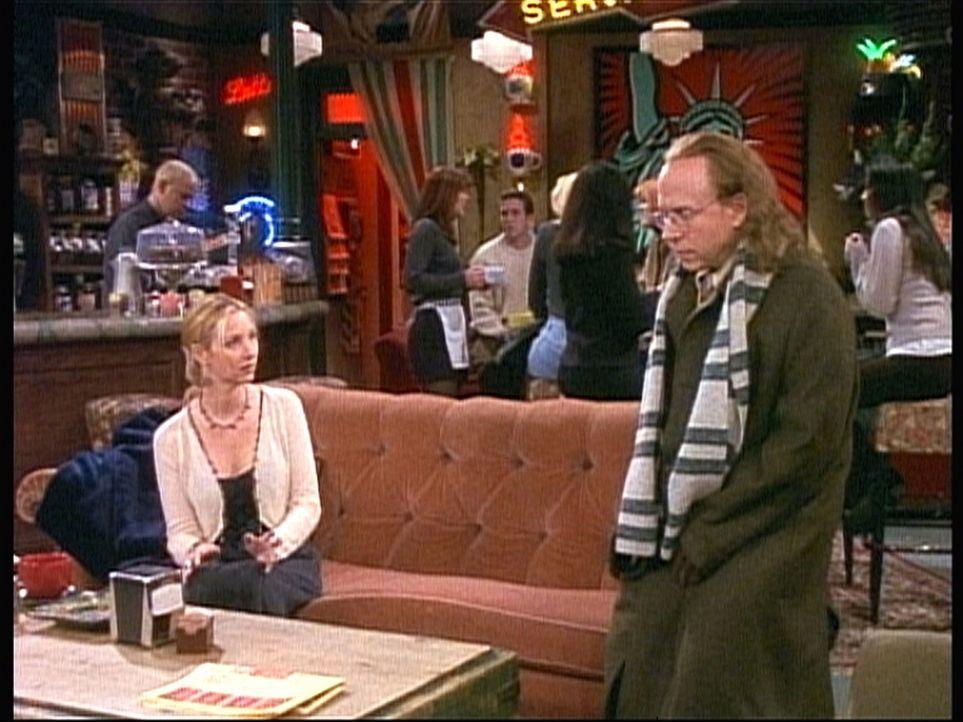 Phoebe (Lisa Kudrow, l.) lernt endlich ihren Vater (Bob Balaban, r.) kennen. Doch ihre Begeisterung hält sich in Grenzen. - Bildquelle: TM+  2000 WARNER BROS.