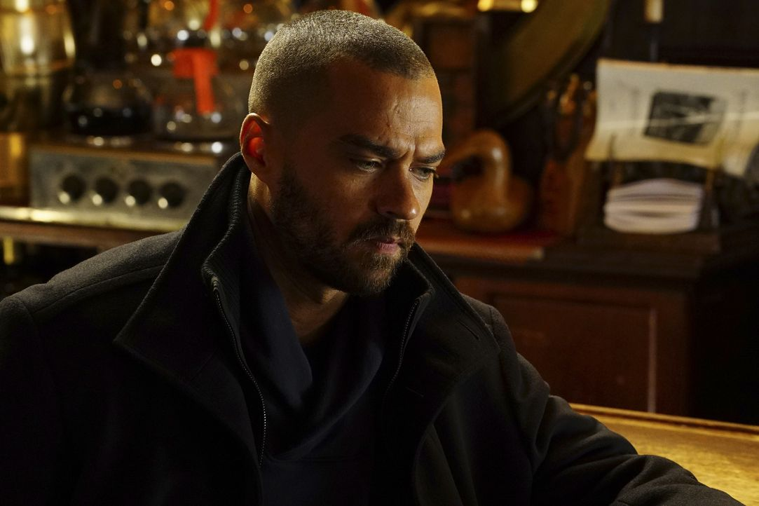 Jackson (Jesse Williams) und April reisen nach Montana um eine komplizierte Operation an einem jungen Patienten durchzuführen. Doch Jacksons Gedanke... - Bildquelle: Richard Cartwright 2016 American Broadcasting Companies, Inc. All rights reserved.