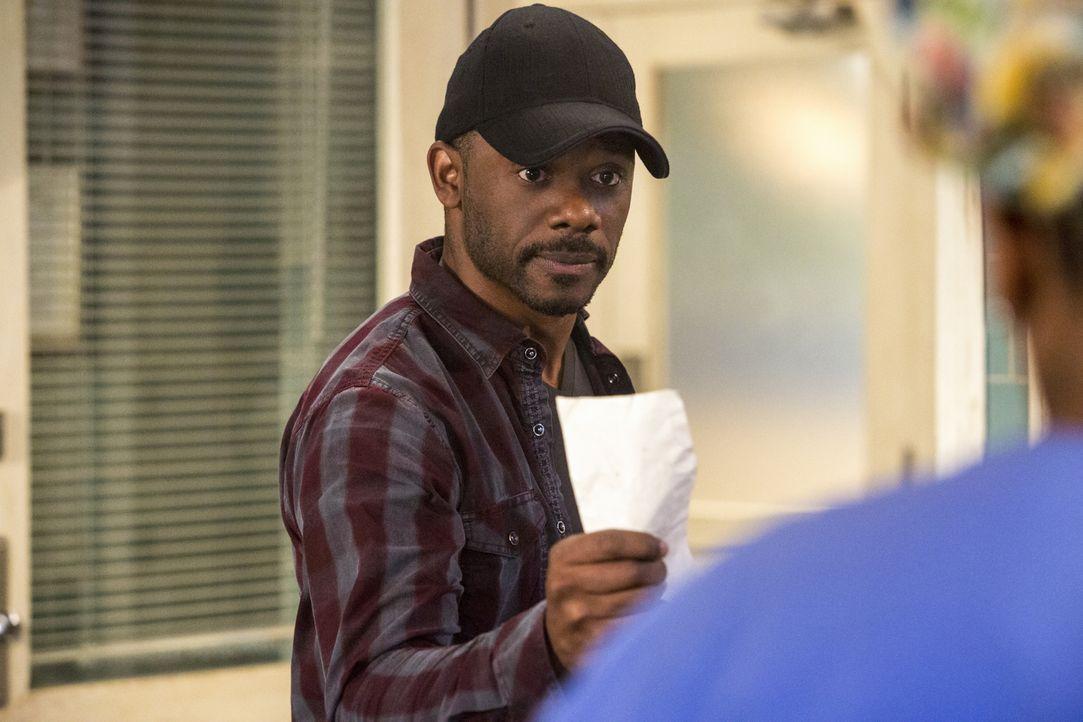 Was hat Marcus Martel (Russell Richardson) vor, als er Wade und ihr Team während einer Obduktion als Geiseln nimmt? - Bildquelle: 2015 CBS Broadcasting, Inc. All Rights Reserved
