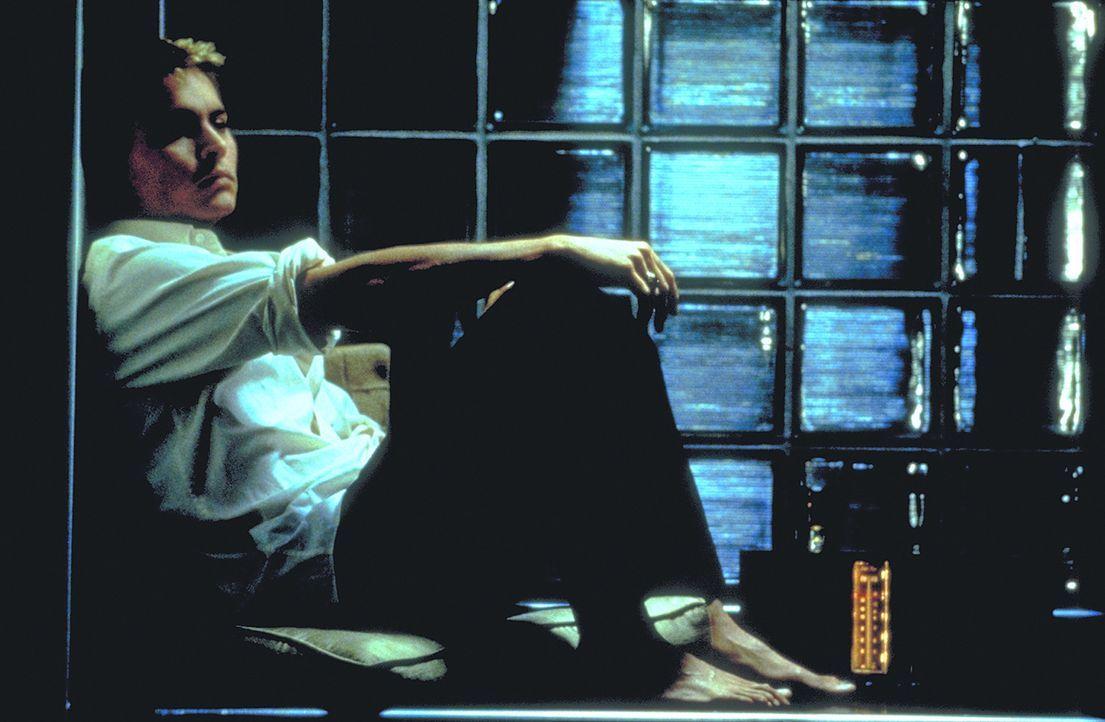 Als Shuttle-Pilot Spencer Armacost (Johnny Depp) zur Erde und zu seiner Frau zurückkehrt, läuft zunächst alles weiter wie gewohnt. Doch schon bal... - Bildquelle: 1999 New Line Productions, Inc. All Rights Reserved.