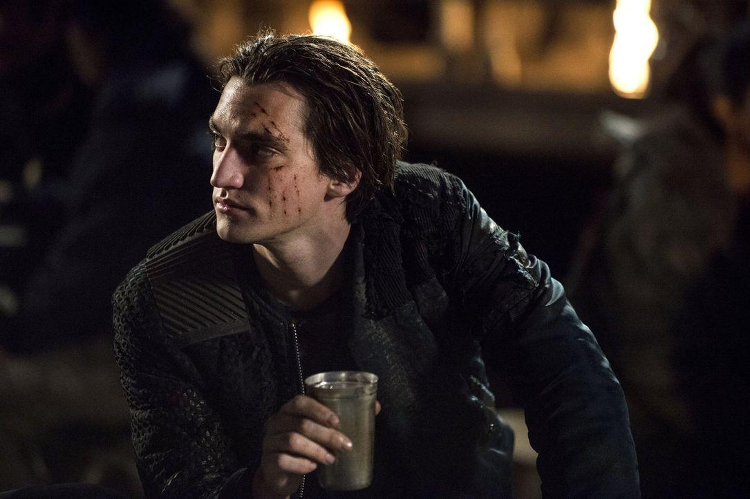 Wird Murphy (Richard Harmon) jemals wieder ein normaler Teil der Gesellschaft sein können? - Bildquelle: 2014 Warner Brothers