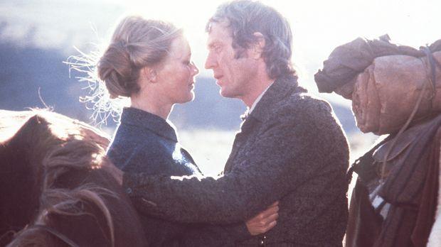 Zwischen der Lehrerin Glendolene (Linda Evans, l.) und Tom Horn (Steve McQuee...