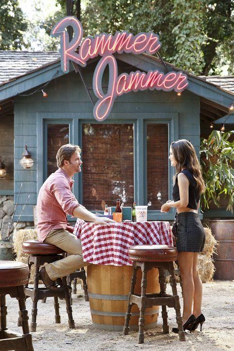 Das Verhältnis zwischen George (Scott Porter, l.) und Zoe (Rachel Bilson, r.) ist mehr als angespannt ... - Bildquelle: Warner Brothers
